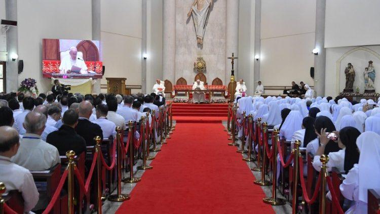 Incontro con Seminaristi Sacerdoti Religiosi e Religiose nella Parrocchia di San Pietro