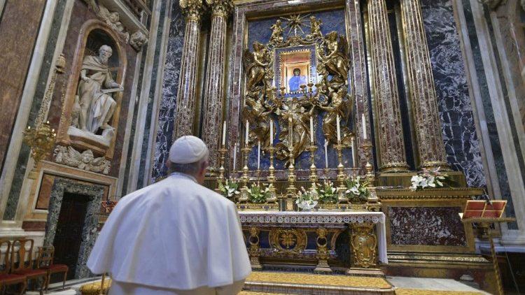 El domingo 15 el Papa pidió la liberación de la epidemia por intercesión de María, Salus Populi Romani.