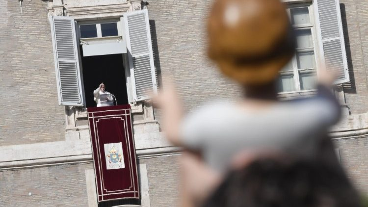 Bénédiction des Bambinelli par le Pape François.