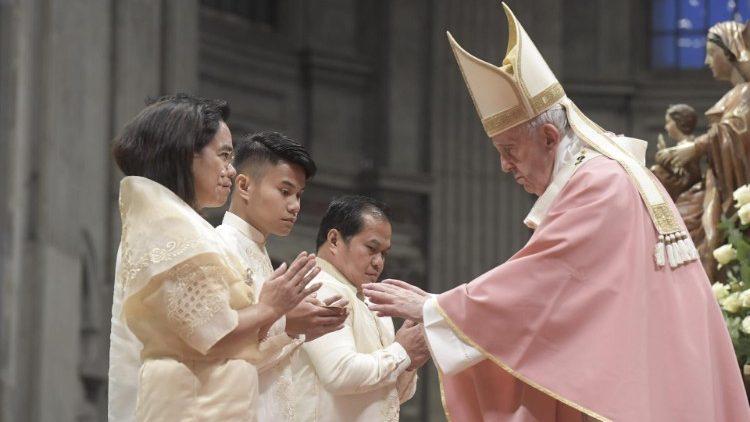 Đức Thánh Cha cử hành thánh lễ cho Cộng đoàn Philippines ở Roma