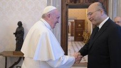 Papa Francesco con Barham Saleh, presidente dell'Iraq