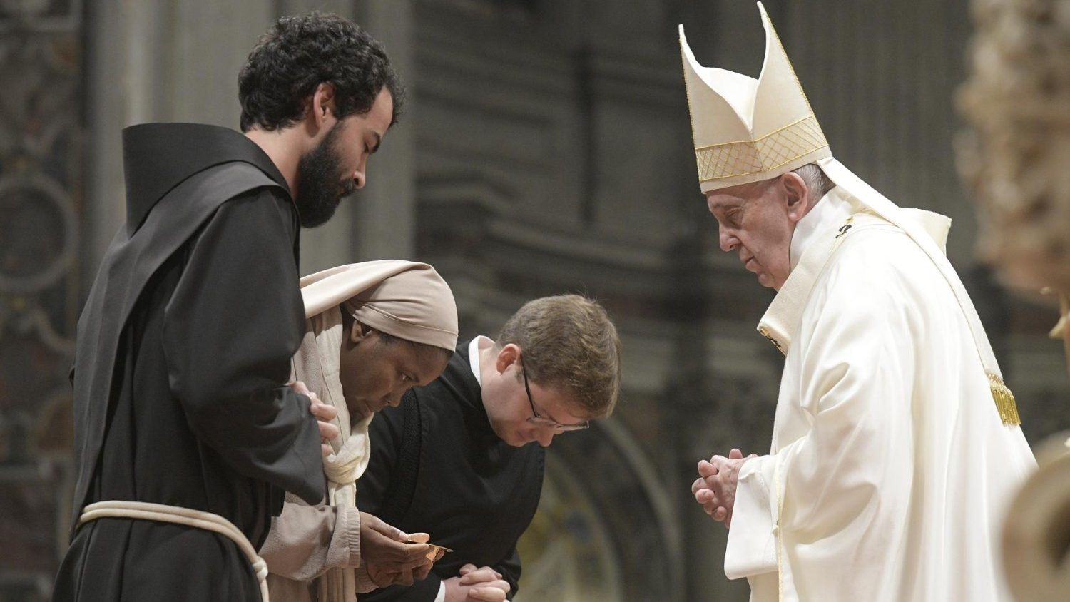 Pope: Religious life means seeing what really matters - Vatican News