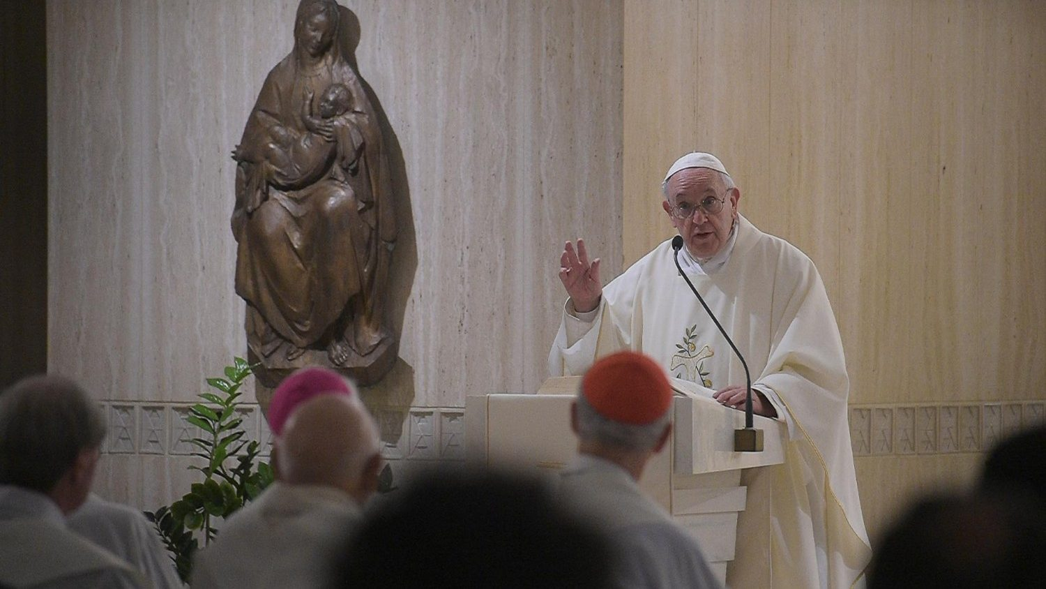Pope at Mass: cherish those who accompany us in life - Vatican News