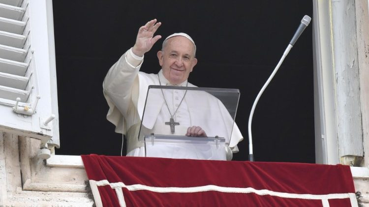 Pope at Angelus: 'never engage in dialogue with the devil' - Vatican News