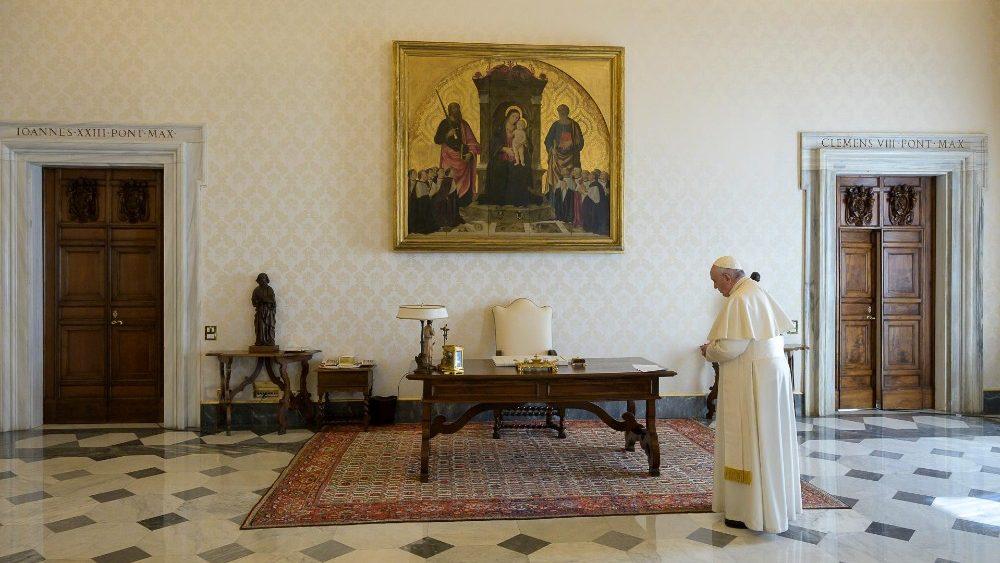 Đức Thánh Cha chủ sự buổi cầu nguyện Kinh Lạy Cha