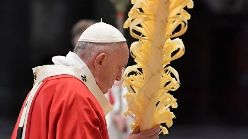 Pope on Palm Sunday: love and service during Covid-19