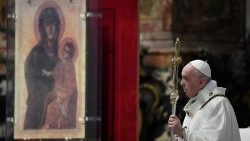Pope Francis before the icon of Mary, Salus Populi Romani