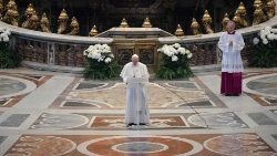 """Pope's Easter Urbi et Orbi message: """"The contagion of hope"""""""