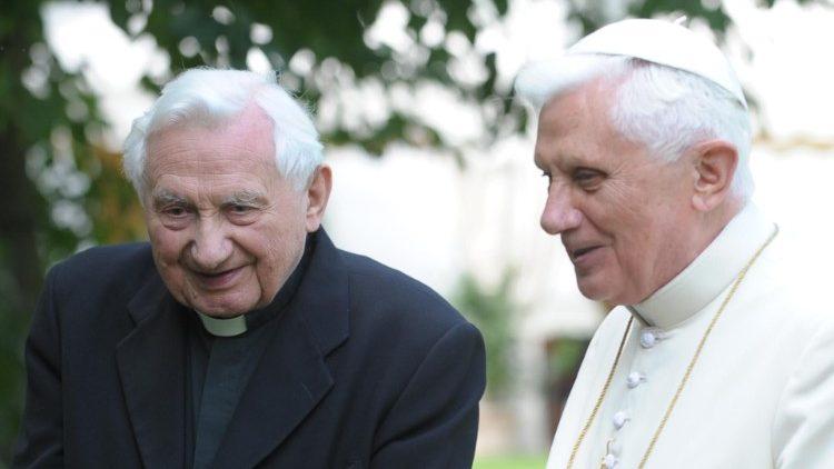 Pope emeritus Benedict with his brother, Georg Ratzinger (file photo)