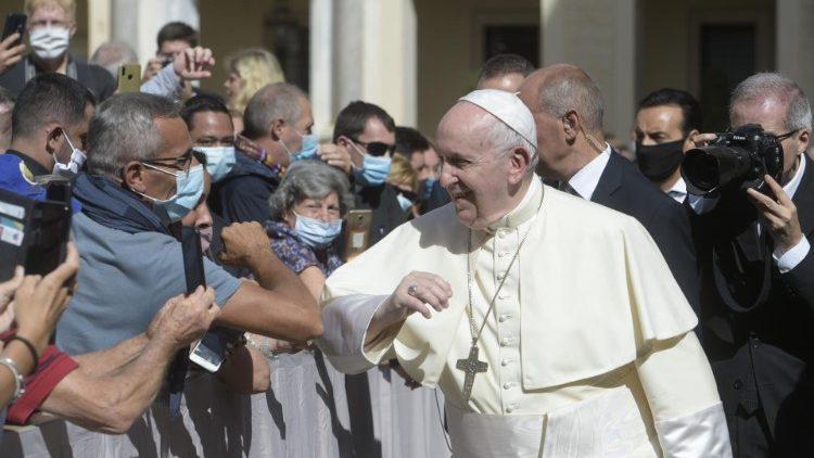 Papa Francisco se encuentra con los fieles después de 6 meses