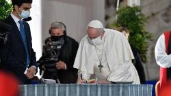 Pope Francis signs the 2020 Appeal for Peace in Rome