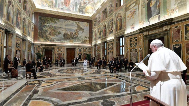 El Papa, a los embajadores