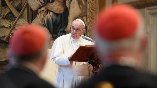 El Papa a la Curia: Somos siervos inútiles en camino, no a los conflictos
