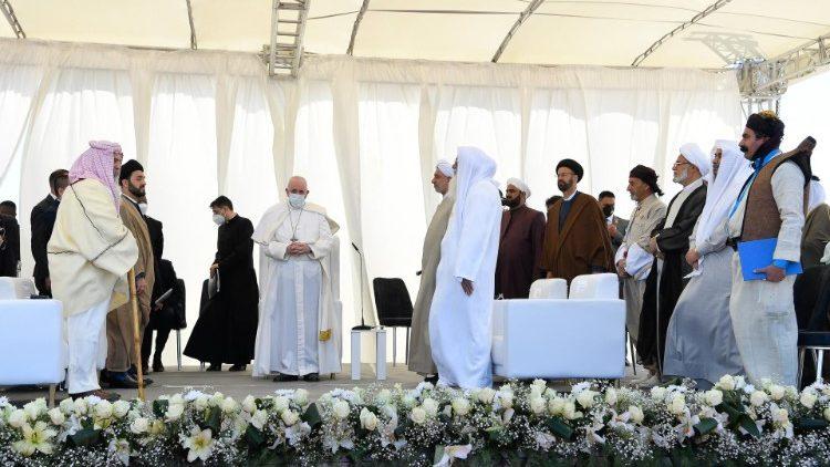 Rencontre interreligieuse lors du voyage du Pape en Irak, samedi 6 mars 2021.
