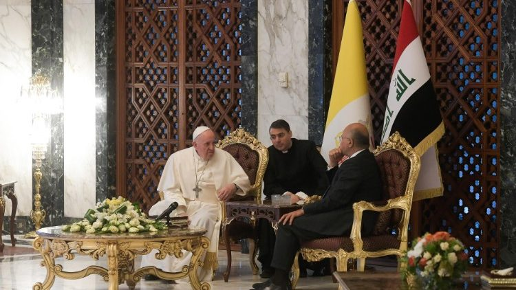 Pope Francis bids farewell to the authorities of Iraq