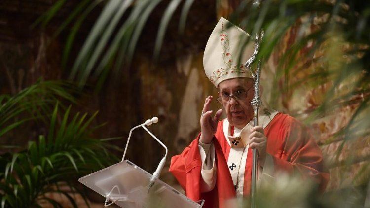 Le Pape François dans la basilique Saint-Pierre, le dimanche des Rameaux, 28 mars 2021.