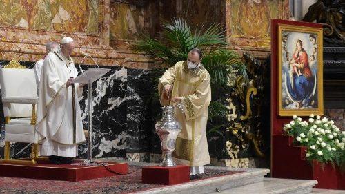 El Papa en Misa Crismal: la hora del anuncio, de la persecución y de la cruz van juntas
