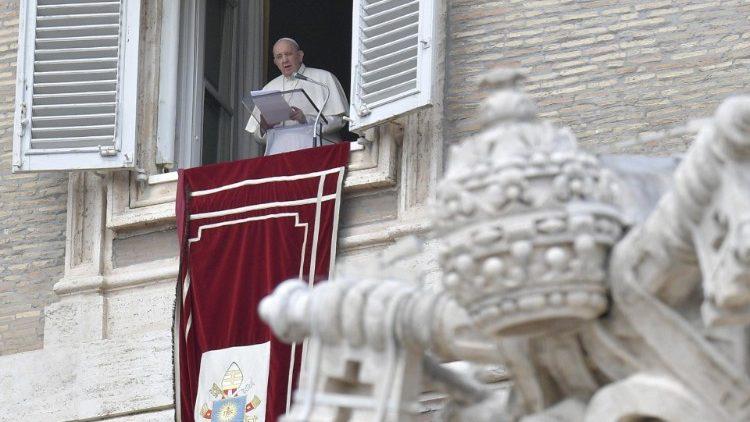 "Папа Франциск. Молитва ""Царица Небесная"" (18 апреля 2021 г.)"