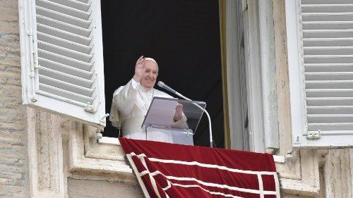 Regina Coeli, Papa: Jesús no nos abandona, permanece en oración