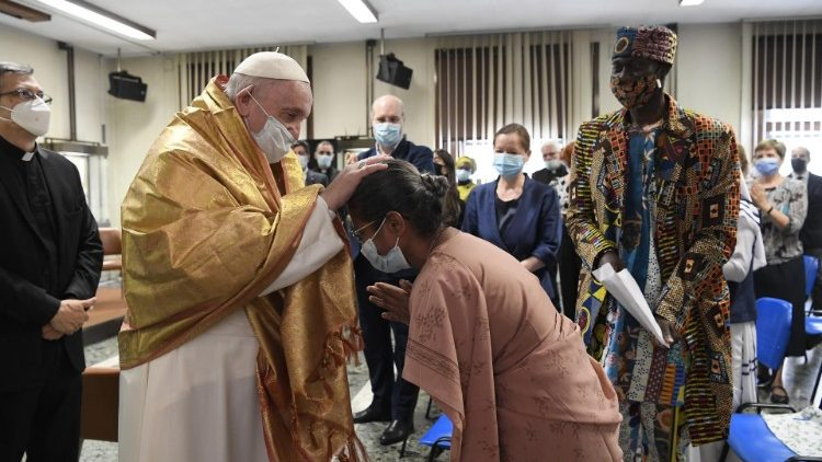 Pope Francis visits the Dicastery for Communication