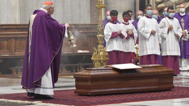 Funeral del cardenal Martínez Somalo en San Pedro.