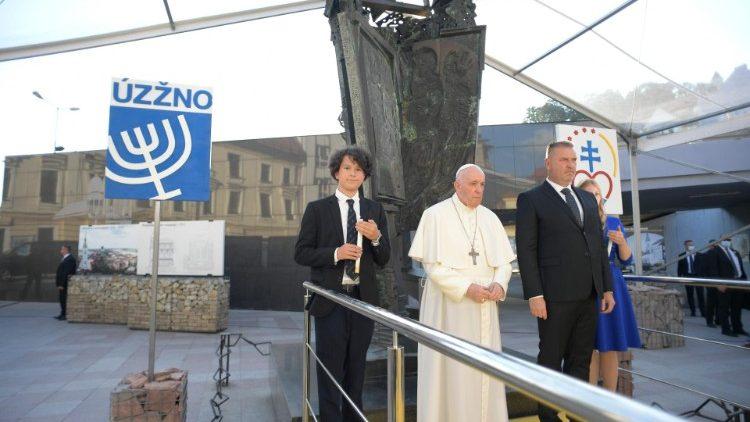 Il canto del Kaddish al termine dell'incontro del Papa con la comunità ebraica slovacca