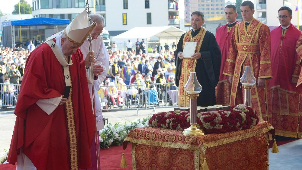 Papa preside à Divina Liturgia Bizantina em Presov, na Eslováquia