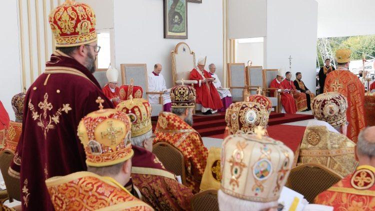 Divine Liturgie byzantine selon le rite de saint Jean Chrysostome, célébrée par l'évêque de Rome, à Presov, en Slovaquie, le 14 septembre 2021.