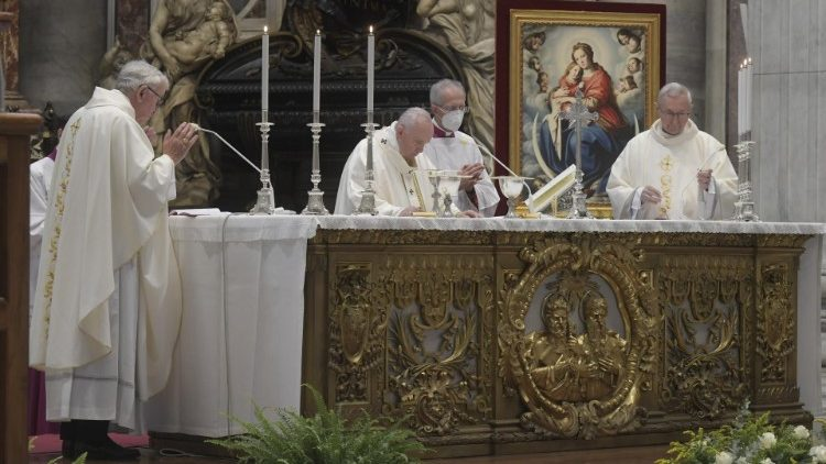 Pope Francis celebrates Mass to open the CCEE plenary assembly on Thursday evening