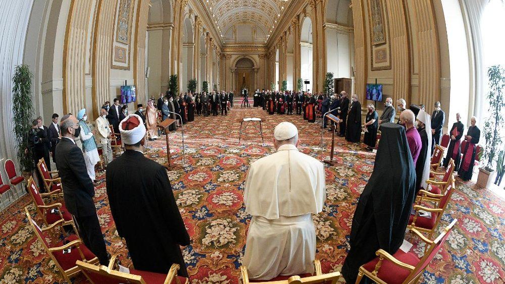 """O Papa Francisco no encontro """"Fé e Ciência"""". Rumo à Cop 26"""" na Sala das Bênçãos, no Vaticano"""