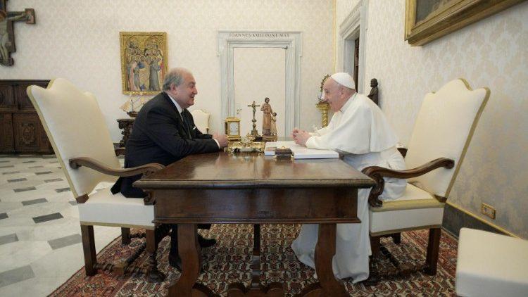 Papa Francesco a colloquio con Armen Sarkissian, presidente dell' Armenia