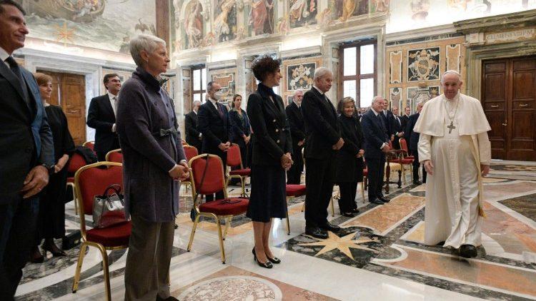 Папа призвал взращивать «медицинскую культуру»