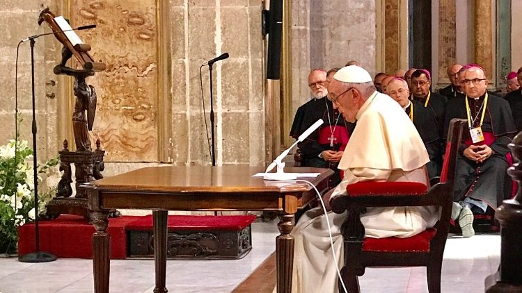 Pope Francis addressing priests, religious and seminarians in the Cathedral of Chile, 16 January, 2018.