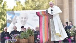 Pope Francis addressing Chile's young people at the Sanctuary of Maipu in Santiago, 17 January, 2018