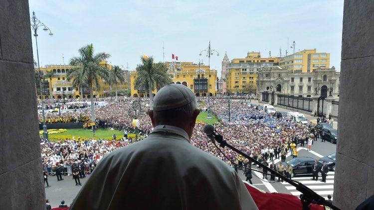 Angelus na Plaza de Armas de Lima