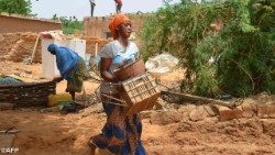 Benin: una donna in campagna (Photo Archive)