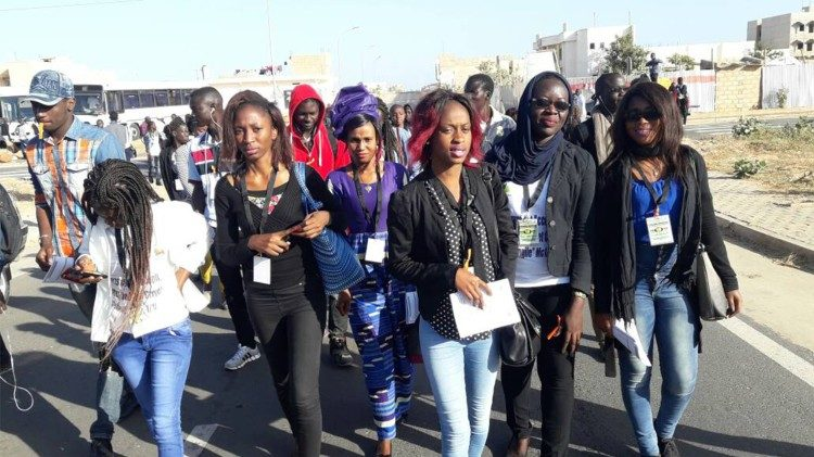 Gli studenti partecipanti alla prima edizione del pellegrinaggio universitario nell'Arcidiocesi di Dakar ( Sénégal)