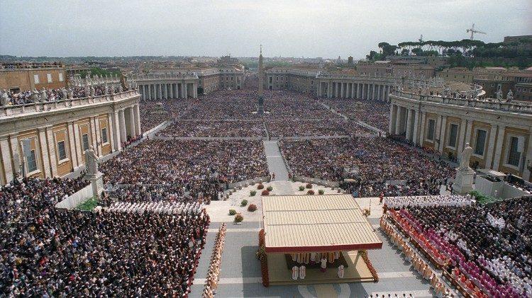 1999-05-02 Beatificazione Padre Pio in piazza San Pietro