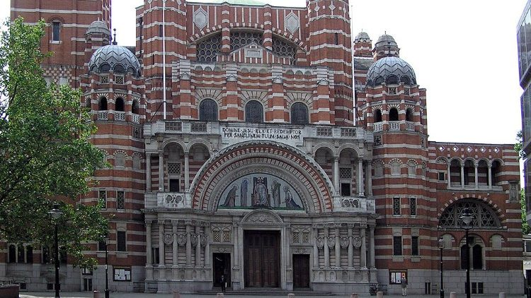 1024px-Westminster.cathedral.frontview.london.arp.jpg