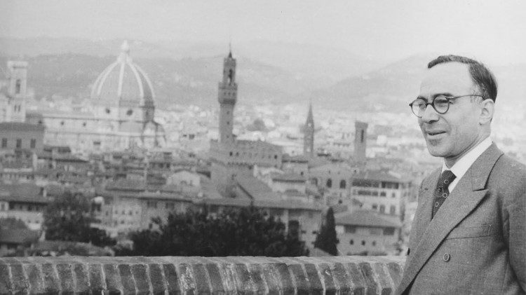 Giorgio La Pira with the city of Florence in the background