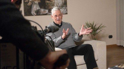 Le père Arturo Sosa, supérieur général de la Compagnie de Jésus, durant son interview à Vatican News.