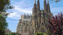 La Sagrada Familia se ilumina de rojo por la libertad religiosa en el mundo