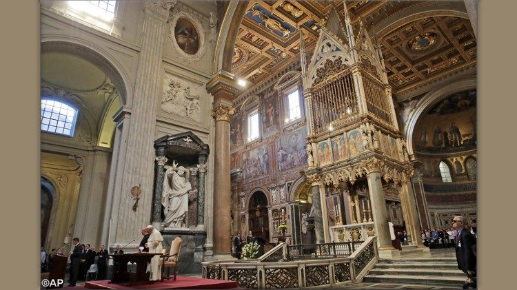 Il Papa e il card. De Donatis in San Giovanni in Laterano