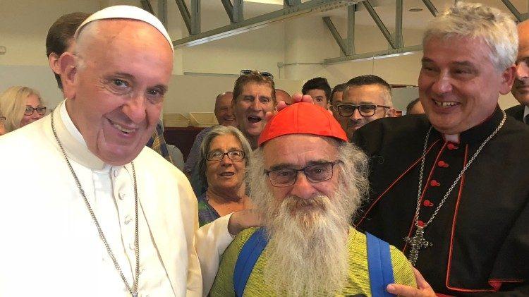 Papież na kardynalskiej kolacji dla ubogich