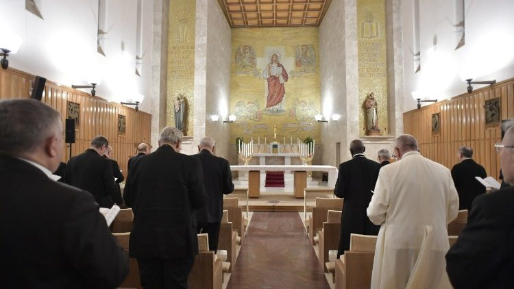 Pope Francis in the chapel of Casa Divin Maestro