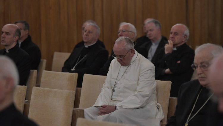 Members of the Roman Curia with Pope Francis on retreat