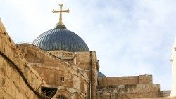 basilica-of-the-holy-sepulchre-2070814_1920aem.jpg