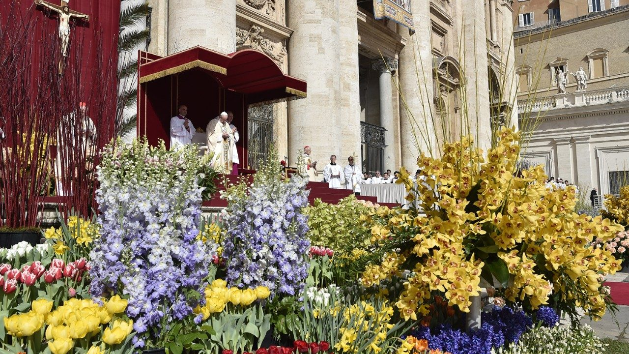 Pope Francis on Easter Sunday: 'Let's respond immediately to