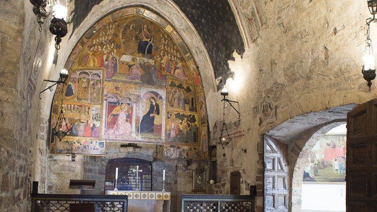 À l'intérieur de la chapelle de la Portioncule - Basilique Sainte-Marie-des-Anges, Assise