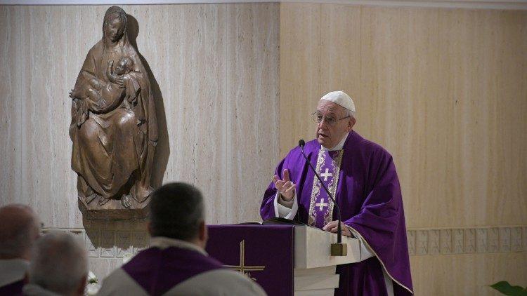 Papa falou da conversão na missa de 5 de março